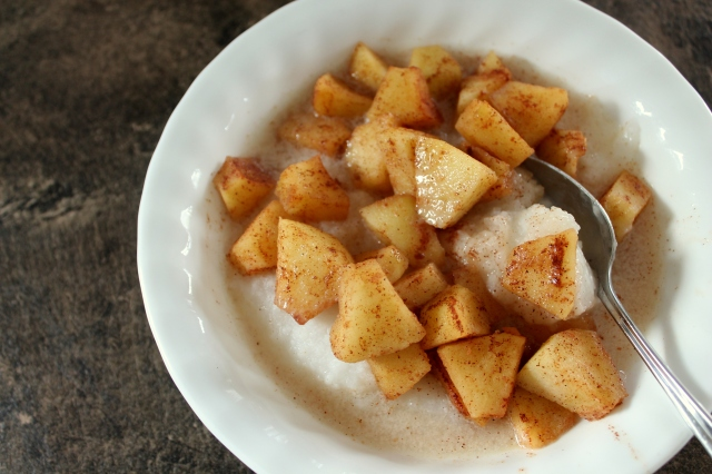 rice cereal with cinnamon apples